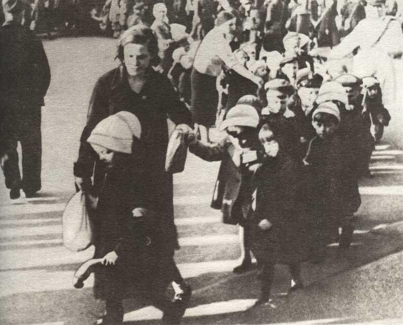 На фото я в испанке - в честь детей участников гражданской войны в испании в 1936 - 39 гг